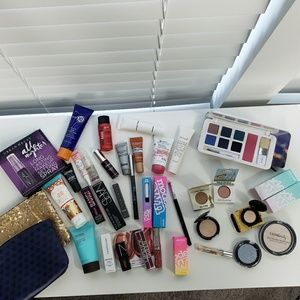 Full and Deluxe Sample Size Makeup bundle